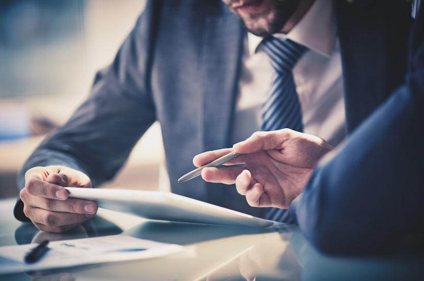 La selezione delle tipologie di investimenti adatti e la revisione periodica delle scelte